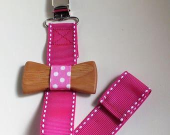 Wooden pacifier clip