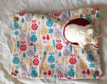 Small animal peekaboo hammock - Christmas pattern