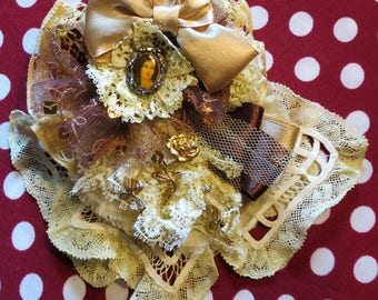 "Brooch ""ROMANCE"" Shabby Chic delicate ruffles of lace ivory"