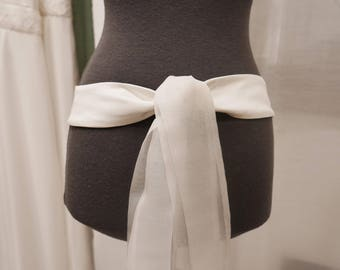 Belt with sections of organza in white silk wedding tie