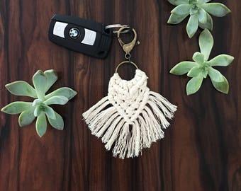 Macrame Fringe Keychain//Bohemian Keychain//Keychain//Purse Clip//DIP DYE AVAILABLE//