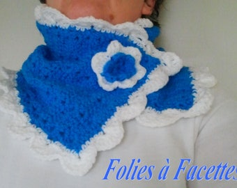 turquoise and white heat crocheted snood