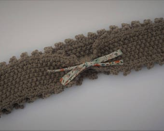 2-4 years: headband / bow Brown hand knitted headband with