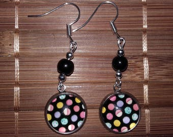 Pair of earrings with polka dots!