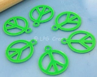 "Prints 6 ""Peace & Love"" - green - 10mm Diam # T45"