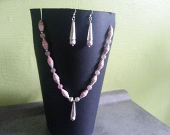 Set paper and glass pearl beads