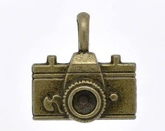 1 22X21mm bronze camera charm