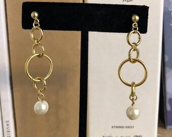 Gold chain pearl drop earrings