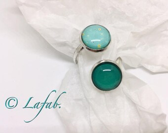 Adjustable silver ring with turquoise cabochon. FREE shipping