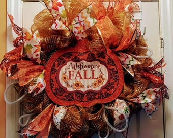 Seasonal decomesh wreaths