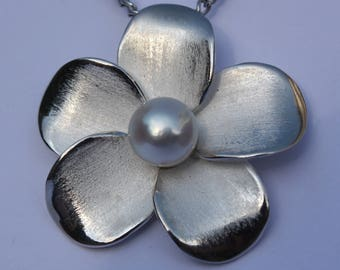 flower pendant...silver, 8mm south sea pearl