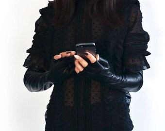 Modern Leather Gloves in Elegant Black for Woman
