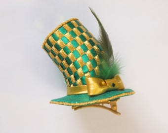 1 of the 3 Unique Christmas Ornament Hats, Green & Gold
