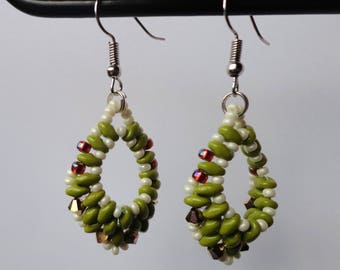 Drop shaped earrings with duo beads