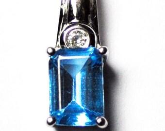 Beautiful 18k White Gold Aqua Marine .03tcw Diamond Pendant 14mm