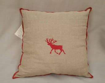 Upholstery decoration in linen natural color with hand-printed red reindeer cm 40 x 40