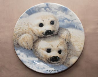 """1990 """"BABY SEALS"""" COLLECTORS Plate By Mike Jackson 8 1/2"""" Plate/Vintage Plate/Bone China"""