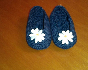 Newborn shoes made in wool created by hand.