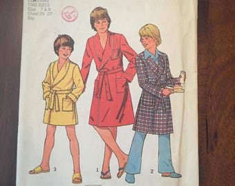 Vintage Simplicity Pattern 7066 - Children's robes, size 7 and 8