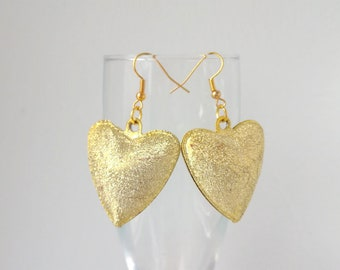 Earrings with heart, gold hearts, fashion earrings, holiday earrings, a gift for the mother's day, a gift to a woman, big earrings,a heart