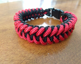 Black And Red Shark tooth 325 Paracord Bracelet With Black Buckle