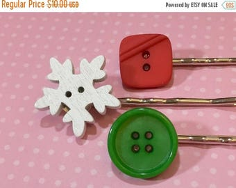 Christmas in July SALE. Christmas Hair Pins, Button Bobby Pin Set, Vintage Holiday Red and Green, White Wood Snowflake, Accessories by Kreat