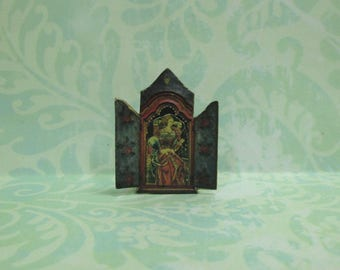Dollhouse Miniature Reliquary with Renaissance Lady - B