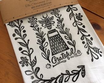 Bee Grateful Tea Towel, Flour Sack Towel, Dish Towel,Housewarming Gift,Funny Dish Towel,Hostess Gift, Farm House Decor,Block Printing,bee