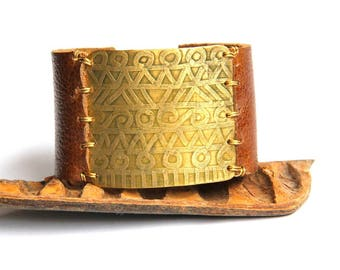Etched Tribal Brass and Brown Leather Bracelet (B1349)