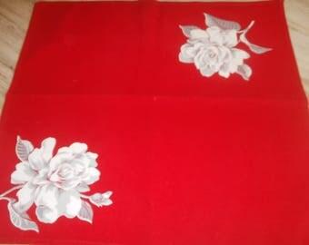 Wilender Bright red napkins White roses set of 6