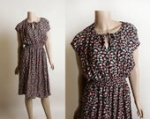 Vintage 1970s Dress - Tiny Floral Print Casual Keyhole Dress with Split Shoulders - Simon Jeffrey - Small