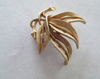 1960's gold gathered Willow Leaves Brooch pin