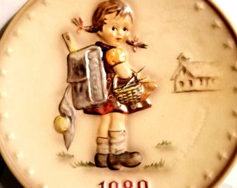 Vintage 1980 Goebel W. Germany Hummel School Girl Annual Collector Plate - Original Box and Paperwork - Bas Relief Porcelain Collectors