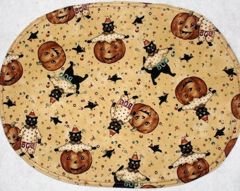 Oval placemats with a pummpkin and cat design on tan, set of 4