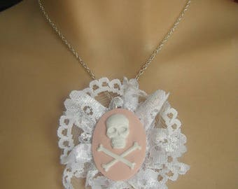 ♥ Pendant cameo skull and pink lace ♥