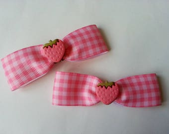 2 pink and little gingham printed pins ♥♥♥♥ Strawberry ♥