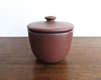 Edith Heath Pottery of California, Redwood Lidded Sugar-Bowl, Vellum Maroon w/Sand Edging, American Modern Design