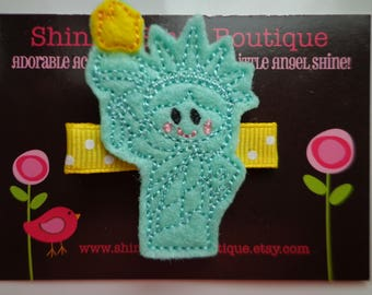 Hair Accessories - Felt Hair Clips - Mint Green And Yellow Statue Of Liberty With A Torch Embroidered Felt Patriotic Hair Clippie For Girls