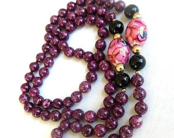 Agate, Onyx, Polished Beaded Necklace Vintage Cranberry Purple Beads