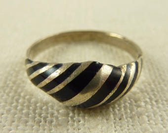 Size 7.5 Vintage .800 Silver and Enamel Striped Ring