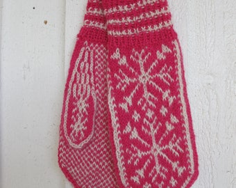 Handknitted mittens with snow crystals - pink