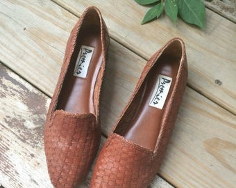 SALE Vintage Size 7.5 Woven Brown Premier Flats // 1980s 7 1/2 80s leather shoes