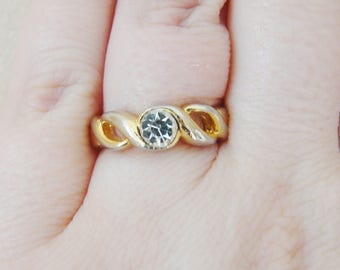 Vintage gold ring with clear crystal- size 6