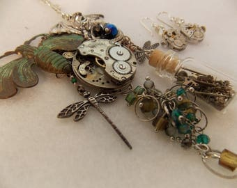 One of a Kind Steampunk Necklace Vintage Watch Movement Popular Bee Hand Crafted Jewlelry Rustic Style 17 Jewel~Nice Statement Piece