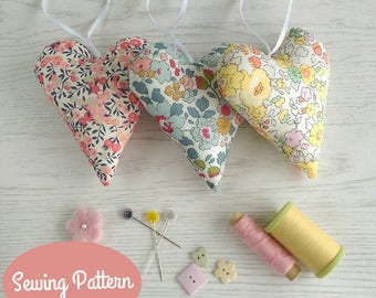 Fabric Hearts Beginners Sewing Pattern with lots of close up photos and printable template. Add lavender for a wonderful handmade gift