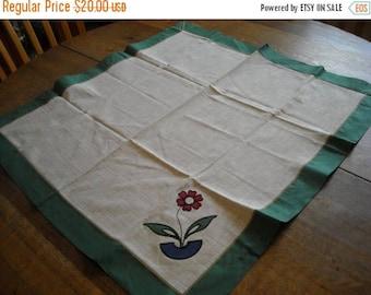 Vintage Flower Applique Tablecloth and Napkin Set