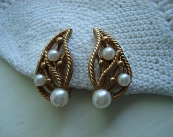 Vintage Leaf Faux Pearl Gold Rope Clip On Earrings Twisted