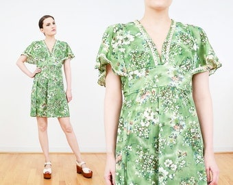 70s Dress | Floral Empire Waist Dress | Hippie Babydoll Mini Dress | 1970s Boho Flutter Sleeve Dress | Green Ivory Lace | Small Medium S M