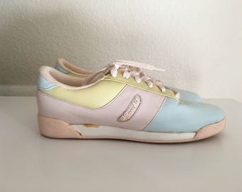 Vintage Shoes Women's 80's Bass, Pastel Leather Sneakers, Lace Ups (Size 7 1/2)