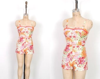 Vintage 1950s Playsuit / 50s Floral Printed Cotton Romper / Pink ( small S )